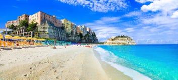 Härlig Tropea by i Calabria, sikt med stranden och havet Arkivbilder