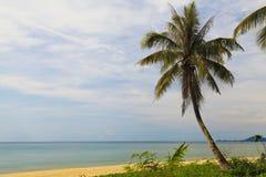 Härlig tropisk strand i Thailand Arkivfoton