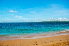 Härlig tropisk strand med ren sand och det klara havet Boracay Filippinerna Royaltyfria Bilder