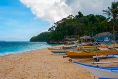 Härlig tropisk strand med ren sand och det klara havet Boracay Filippinerna Royaltyfri Fotografi