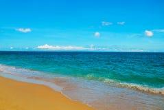 Härlig tropisk strand med ren sand och det klara havet Boracay Filippinerna Arkivbilder