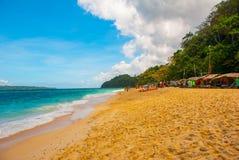 Härlig tropisk strand med ren sand och det klara havet Boracay Filippinerna Arkivfoto