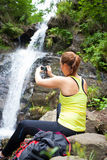 Härlig turist för ung kvinna som tar ett foto Arkivbild