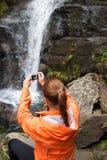 Härlig turist för ung kvinna som tar ett foto Arkivfoton