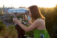 Härlig turist- kikare på solnedgången Royaltyfria Foton
