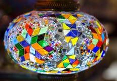 Härlig turkisk mosaiklampa på den Istanbul basaren Royaltyfria Foton