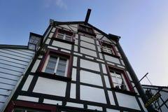 Härlig tysk arkitektur av Monschau Arkivbild