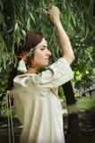 Härlig ukrainsk flicka på trädgården Arkivbilder