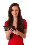 Härlig ung affärskvinna som ser minnestavlan som gör en gest succe royaltyfria foton