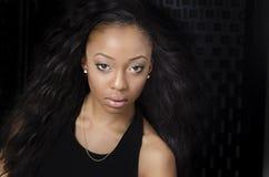 Härlig ung afrikansk amerikankvinna Fotografering för Bildbyråer
