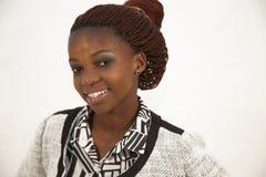 Härlig ung afrikansk kvinnastående Arkivfoto