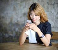 Härlig ung asiatisk kvinna för stående Royaltyfria Bilder