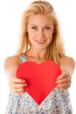 Härlig ung blond kvinna med blåa ögon som rymmer rött hjortförbud Royaltyfri Foto
