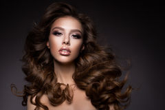 Härlig ung brunett med smink Royaltyfria Bilder