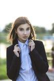 Härlig ung brunettflicka Arkivfoto