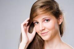 Härlig ung brunettkvinna. Fotografering för Bildbyråer