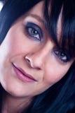 Härlig ung brunettkvinna med långt rakt hår Arkivfoton