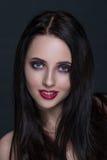 Härlig ung brunettkvinna med perfekt hud Royaltyfria Foton