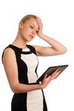Härlig ung caucasian affärskvinna med arbete för blont hår Arkivbilder