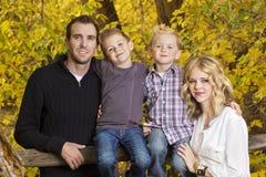 Härlig ung familjstående med Fallfärger Royaltyfria Bilder