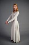 Härlig ung flicka i en historisk klänning Royaltyfria Bilder