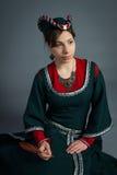 Härlig ung flicka i en historisk klänning Royaltyfria Foton