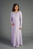 Härlig ung flicka i en historisk klänning Arkivbild