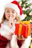 Härlig ung flicka i Santa Claus kläder Royaltyfria Foton