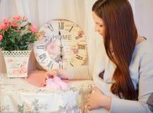 Härlig ung gravid kvinna, brunett Royaltyfri Foto
