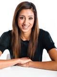 Härlig ung indisk modell som poserar i en studio arkivbilder