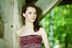 Härlig ung kvinna för stående fotografering för bildbyråer