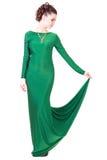 Härlig ung kvinna i en grön aftonklänning Fotografering för Bildbyråer