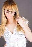 Kvinna i exponeringsglas Arkivbild