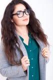 Härlig ung kvinna i exponeringsglas Fotografering för Bildbyråer
