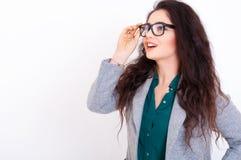 Härlig ung kvinna i exponeringsglas Royaltyfria Bilder
