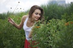 Härlig ung kvinna i vår Royaltyfria Foton