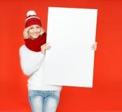 Härlig ung kvinna med önskelistan Arkivbilder