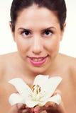 Härlig ung kvinna med den sunda hudframsidan Royaltyfria Bilder