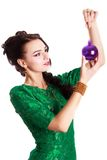 Härlig ung kvinna med en julstruntsak royaltyfria foton