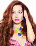 Härlig ung kvinna med färgsmink Royaltyfri Bild
