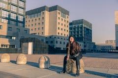 Härlig ung kvinna med hennes saxofon Royaltyfria Bilder