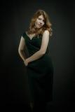 Härlig ung kvinna med röda hår Arkivfoton