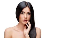 Härlig ung kvinna med rent sunt hår Royaltyfri Fotografi