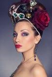 Härlig ung kvinna med tillbehör jewelery Fotografering för Bildbyråer