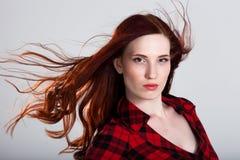 Härlig ung kvinna med underbart hår arkivbild