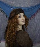 Härlig ung kvinna som kläs som zigenare Royaltyfri Fotografi