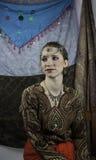 Härlig ung kvinna som kläs som zigenare Arkivbilder