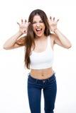 Härlig ung kvinna som ropar och brummar som ett djur över vit bakgrund Royaltyfri Foto