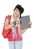 Härlig ung kvinna som rymmer en bok Royaltyfri Bild