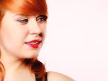 Härlig ung redhaired kvinna för stående Fotografering för Bildbyråer